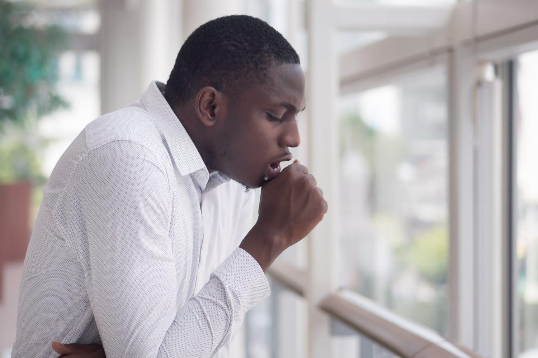 Pigarro Crônico: causas mais comuns e como tratar